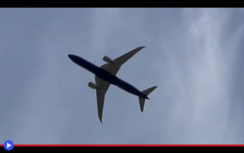 787 Dreamliner take-off